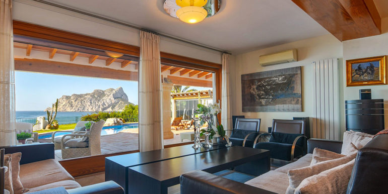 Frontline villa in Benissa Les Bassetes - Sea views from the living area - ID: 5500695