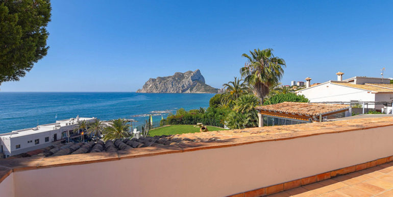 Frontline villa in Benissa Les Bassetes - Sea views from the terrace on the top floor - ID: 5500695