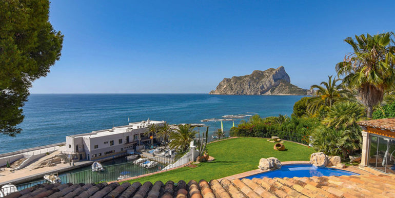Frontline villa in Benissa Les Bassetes - Sea views from the top floor - ID: 5500695