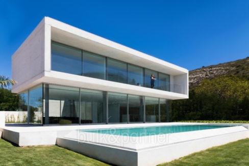 New build design villa with sea views in Moraira El Portet - Pool terrace, villa and garden - ID: 5500692 - Architect Dalia Alba