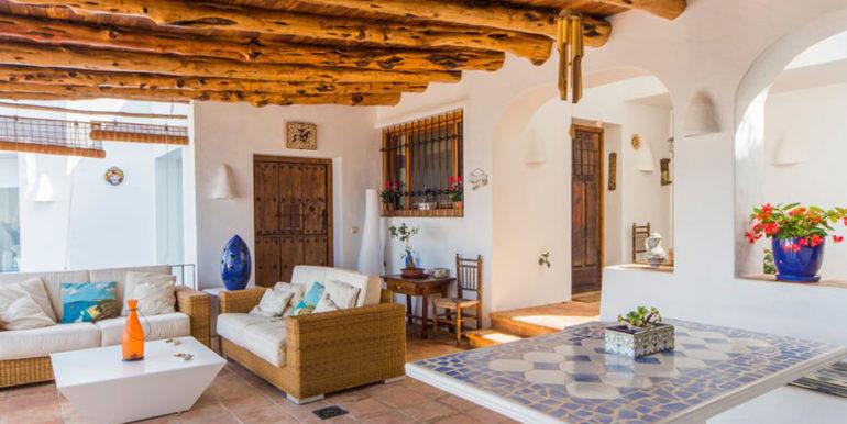 Außergewöhnliche Luxusvilla im Ibiza-Style in Moraira El Portet - Überdachte Chill-out Terrasse - ID: 5500687 - Architekt Joaquín Lloret