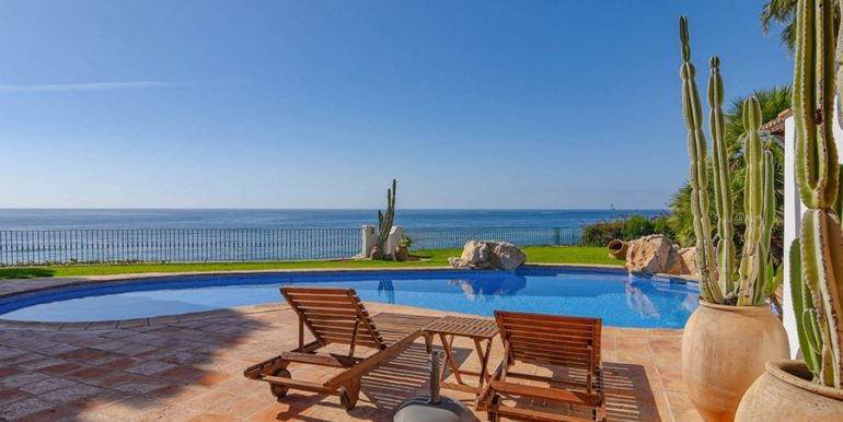 Frontline villa in Benissa Les Bassetes - Sea views from the pool terrace - ID: 5500695