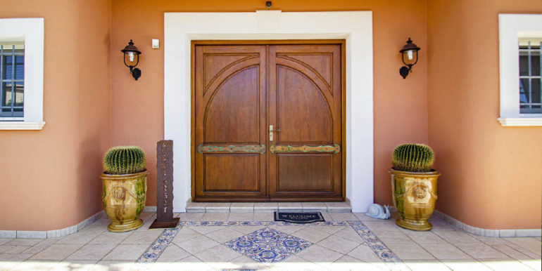 Luxusvilla in bester Lage mit atemberaubendem Meerblick in Moraira Coma de los Frailes - Eingangstür von aussen - ID: 5500661