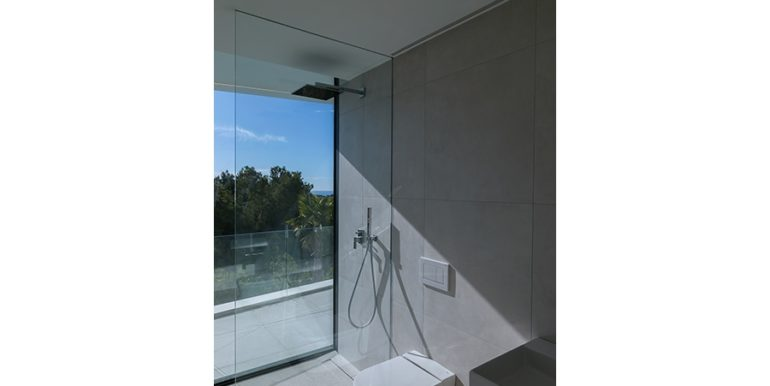 Luxury villa with beautiful sea views in Moraira Benimeit - Bathroom with shower and sea views - ID: 5500671 - Architect Ramón Gandia Brull (RGB Arquitectos)