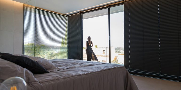 Luxury villa with beautiful sea views in Moraira Benimeit - Master bedroom with terrace - ID: 5500671 - Architect Ramón Gandia Brull (RGB Arquitectos)