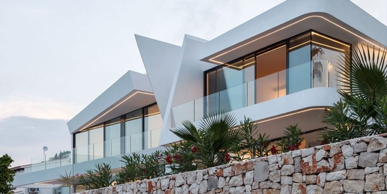 Luxury villa with beautiful sea views in Moraira Benimeit - Villa illuminated at twilight - ID: 5500671 - Architect Ramón Gandia Brull (RGB Arquitectos)