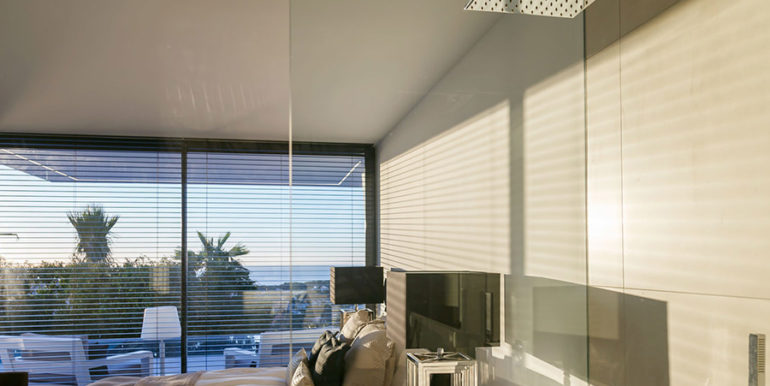 Luxury villa with perfect sea views in Moraira Benimeit - Sea views from bedroom with bathroom and shower - ID: 5500670 - Sea views from bedroom and bathroom with shower - ID: 5500670 - Architect Ramón Gandia Brull (RGB Arquitectos)