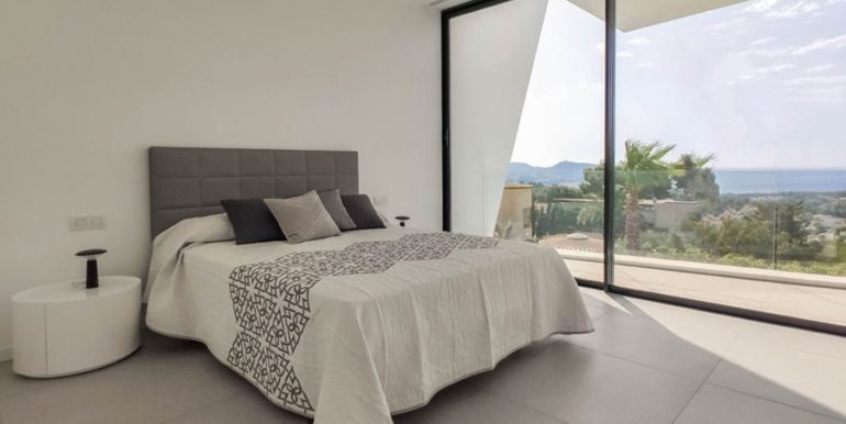 Luxury villa with beautiful sea views in Moraira Benimeit - Bedroom with terrace and sea views - ID: 5500671 - Architect Ramón Gandia Brull (RGB Arquitectos)
