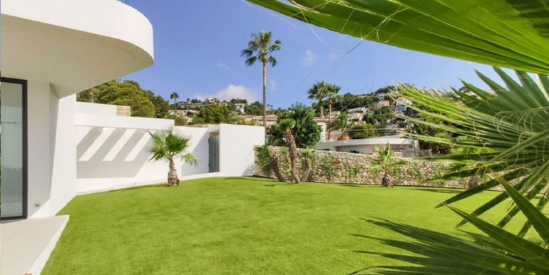 Luxury villa with beautiful sea views in Moraira Benimeit - Garden and entrance area outdoor - ID: 5500671 - Architect Ramón Gandia Brull (RGB Arquitectos)