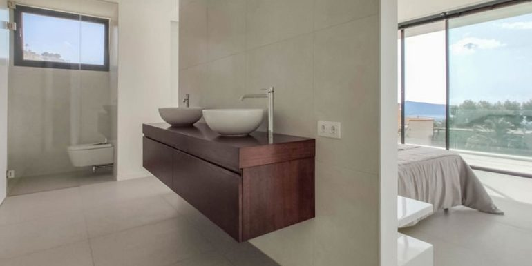 Luxury villa with beautiful sea views in Moraira Benimeit - Masterbedroom with toilet/bidet and 2 hand wash basins - ID: 5500671 - Architect Ramón Gandia Brull (RGB Arquitectos)