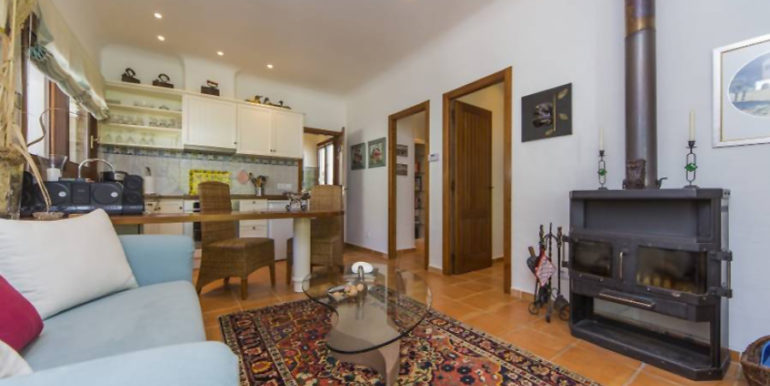 Exclusive Finca property with privacy in Jávea Cuesta San Antonio/La Plana - Living area with fire place and open kitchen in guest house - ID: 5500679