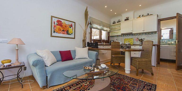 Exclusive Finca property with privacy in Jávea Cuesta San Antonio/La Plana - Living area with open kitchen in guest house - ID: 5500679