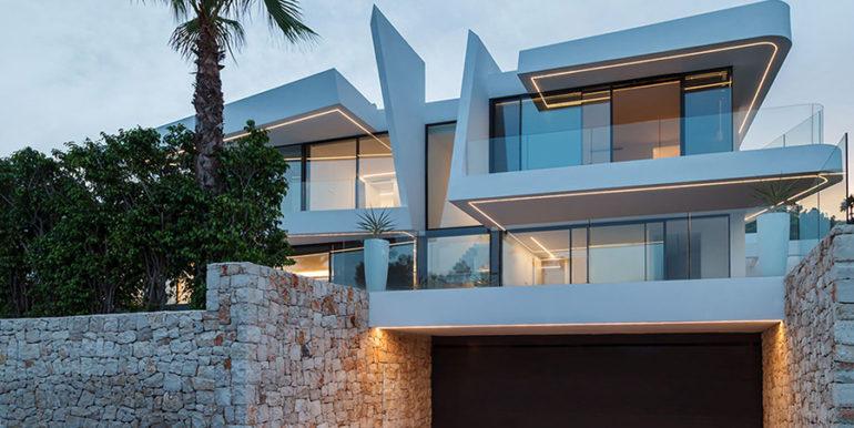 Luxury villa with beautiful sea views in Moraira Benimeit - illuminated villa and garage driveway - ID: 5500671 - Architect Ramón Gandia Brull (RGB Arquitectos)