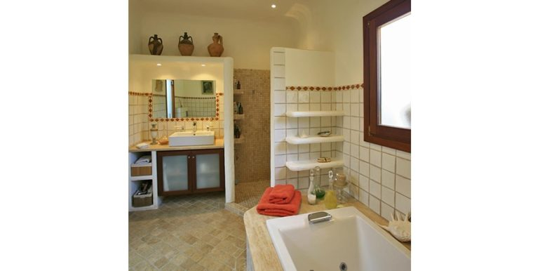 Exclusive Finca property with privacy in Jávea Cuesta San Antonio/La Plana - Washbasin and shower in the Master Bathroom - ID: 5500679