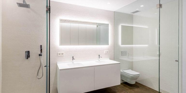 Villa de lujo de nueva construcción en Jávea Balcón al Mar - Baño con ducha en el sótano - ID: 5500698