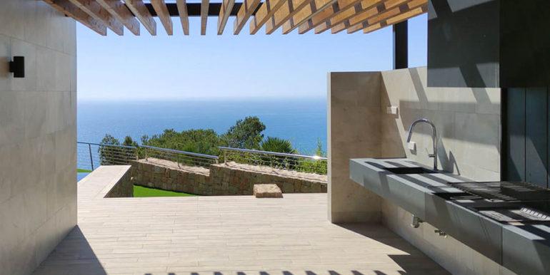 Villa de lujo de nueva construcción en Jávea Balcón al Mar - Barbacoa exterior y zona de comedor con vistas al mar - ID: 5500698