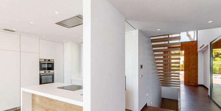 Villa de lujo de nueva construcción en Jávea Balcón al Mar - La cocina, las escaleras y la entrada son - ID: 5500698
