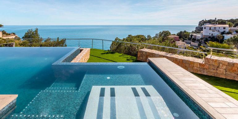 Villa de lujo de nueva construcción en Jávea Balcón al Mar - Piscina y tumbonas con hidromasaje and vista al mar - ID: 5500698