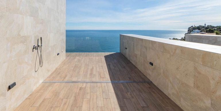 Villa de lujo de nueva construcción en Jávea Balcón al Mar - Terraza privada desde el dormitorio principal con ducha exterior y vistas al mar - ID: 5500698